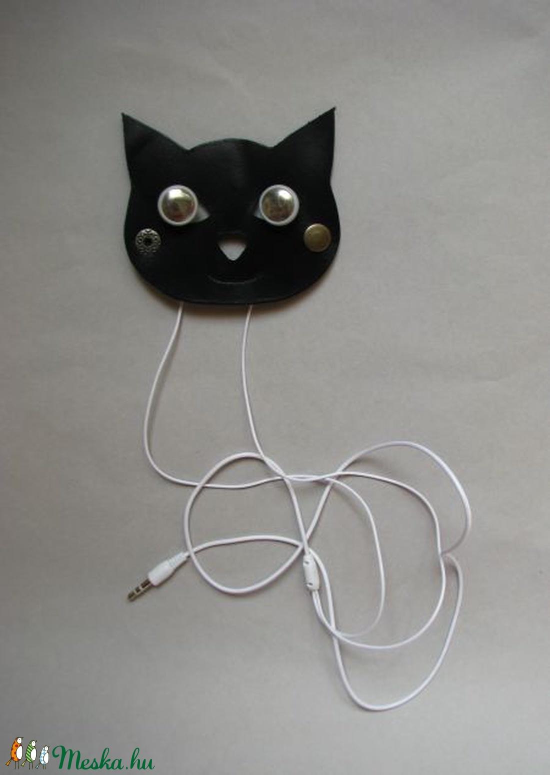 Fekete macska fülhallgató 06fbf65d0c