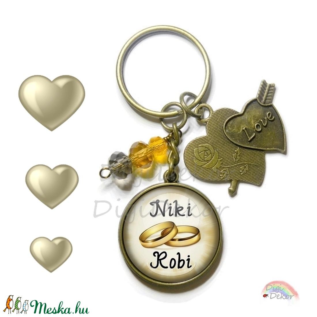 Egyedi kulcstartó, névre szóló eljegyzési ajándék, karikagyűrűs kulcstartó, ajándék szerelmeseknek (DigiBugs) - Meska.hu
