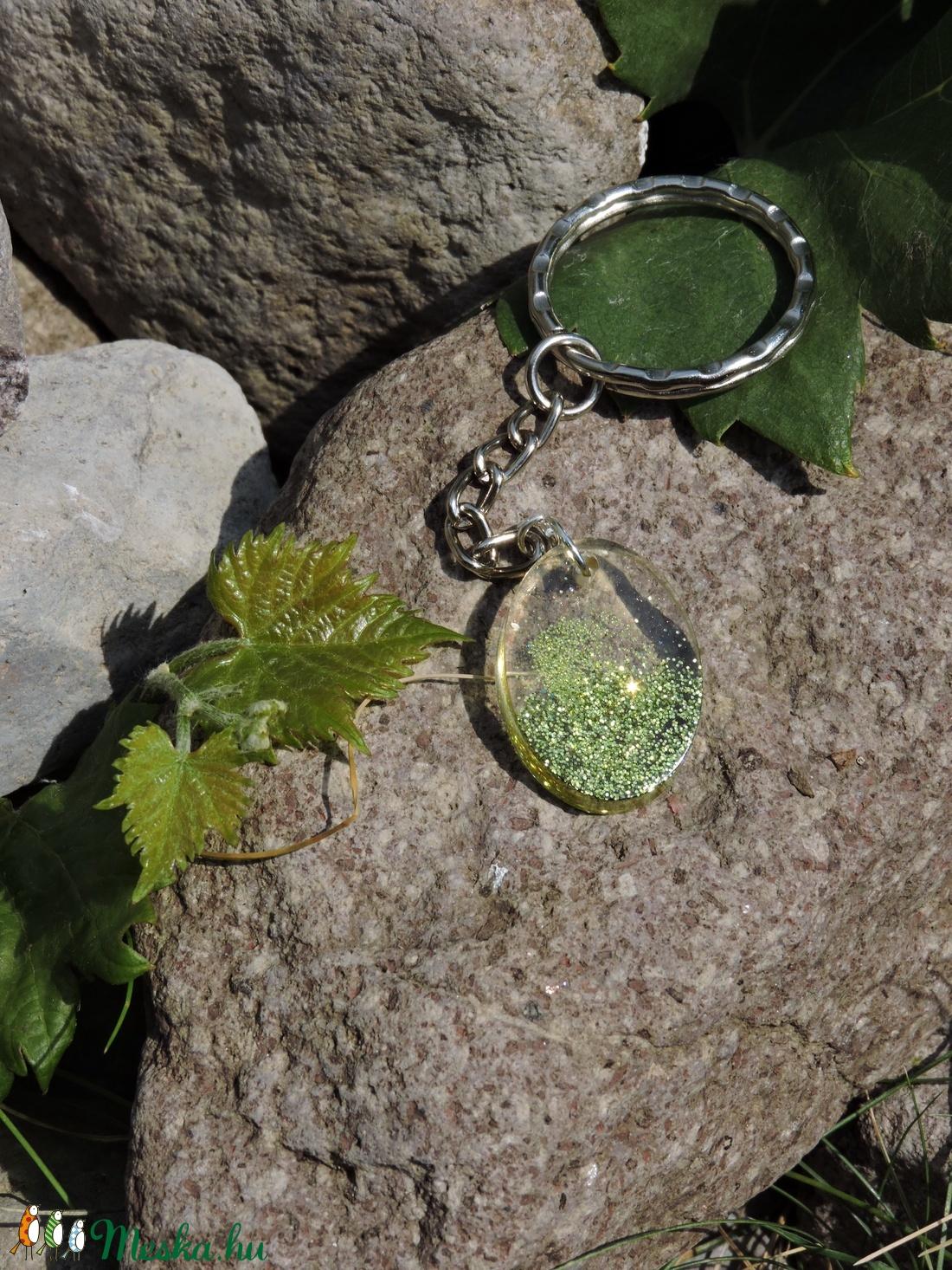 Aglareth - Ovális alakú csillámos medál/kulcstartó (Dolorien) - Meska.hu