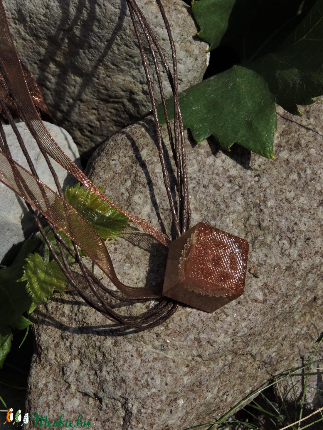 Orchalon - Kocka alakú fogaskerekes medál/kulcstartó (Dolorien) - Meska.hu