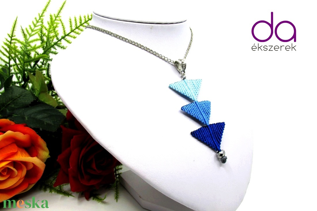 Tripla háromszög nyaklánc - kék - ékszer - nyaklánc - medálos nyaklánc - Meska.hu