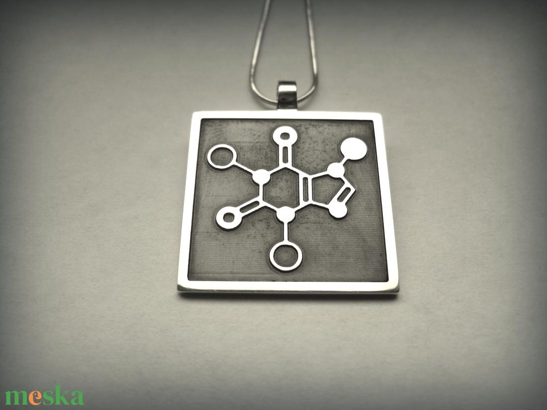 Koffein molekula medál (egszeresz) - Meska.hu