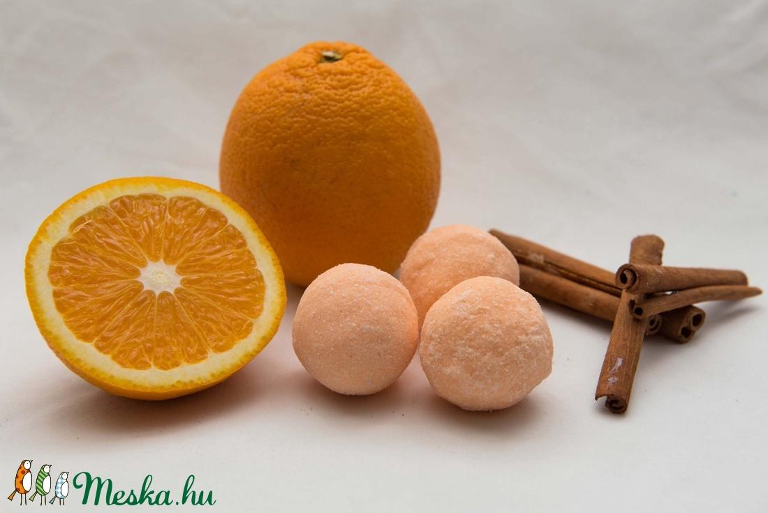 Fahèjas narancsos fürdőgolyó (Egyszervoltbolt) - Meska.hu