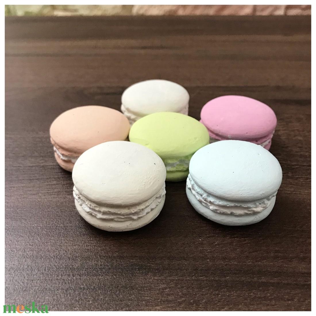 Gipszből készült macaron több színben - otthon & lakás - dekoráció - Meska.hu