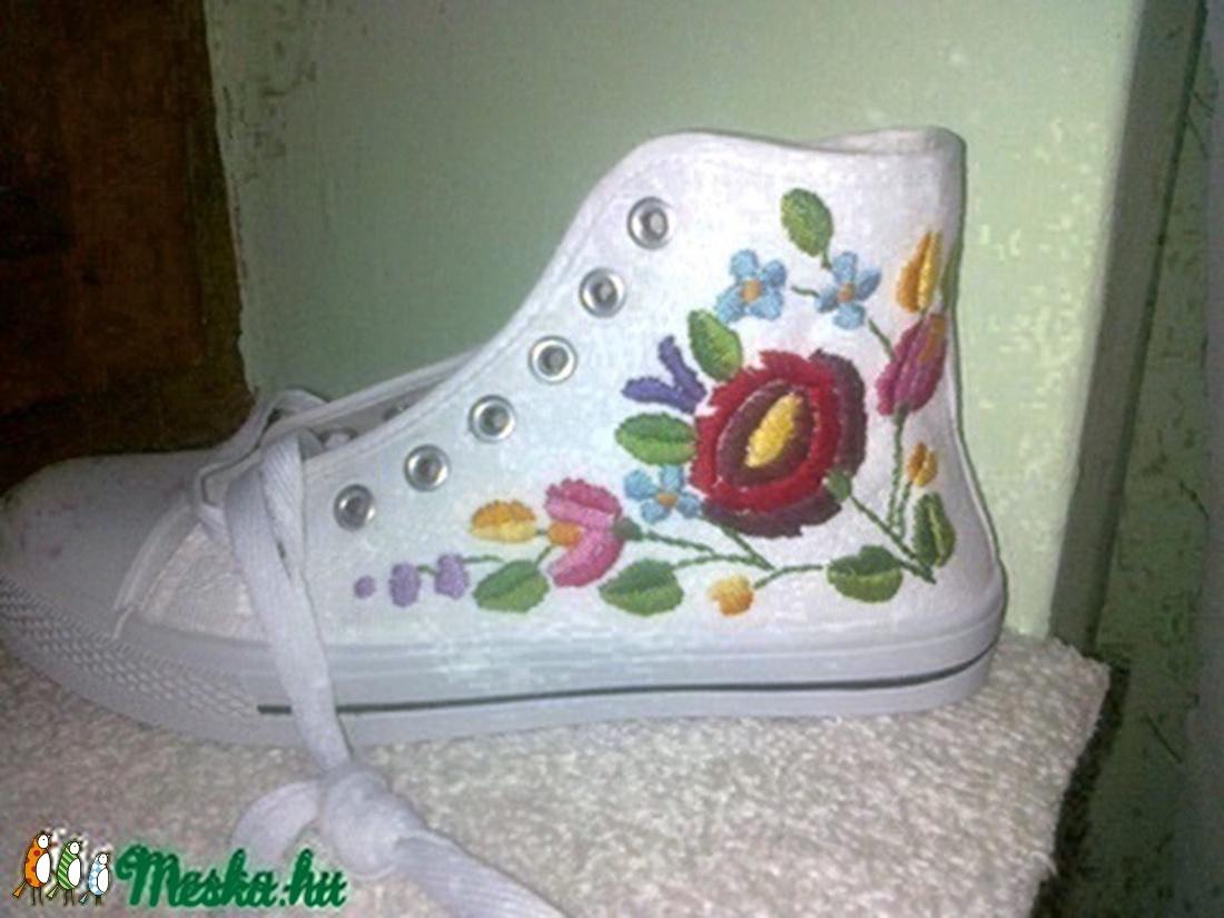 hímzett tornacipő 35-40 méretig (emese1978) - Meska.hu e99b9c4453