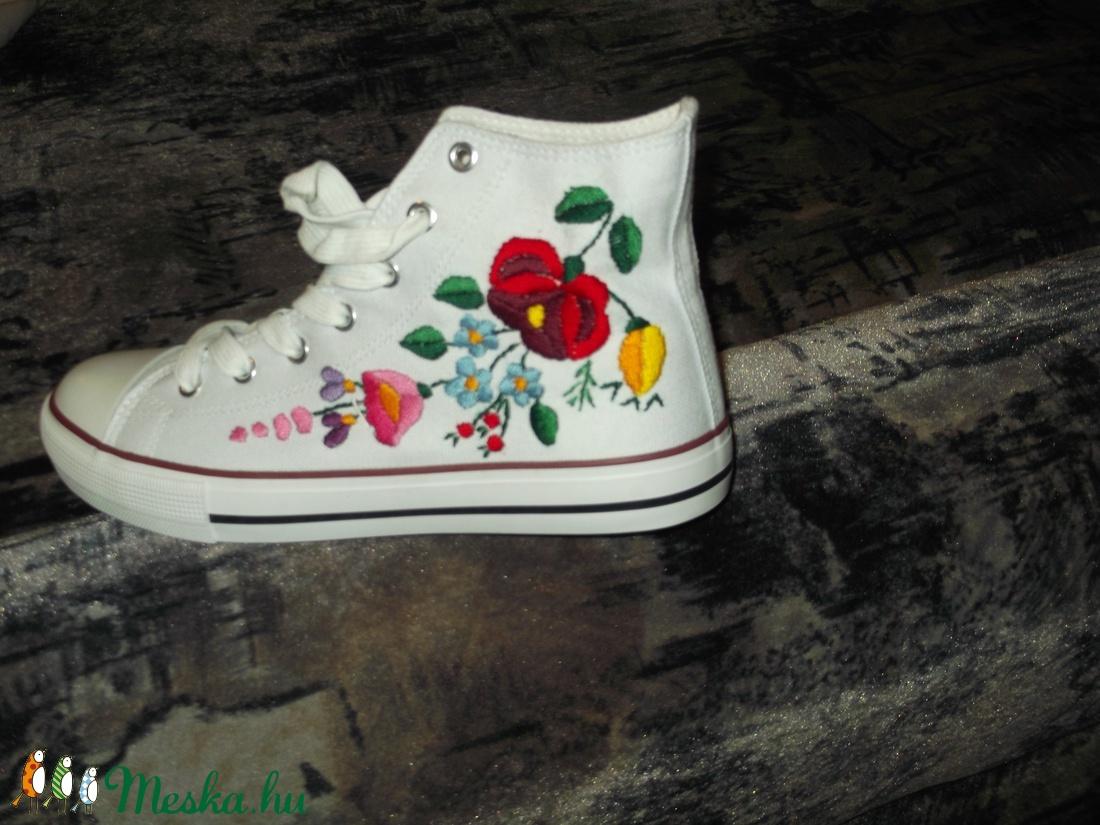 kézzel hímzett cipő (emese1978) - Meska.hu 6b1689d5e7