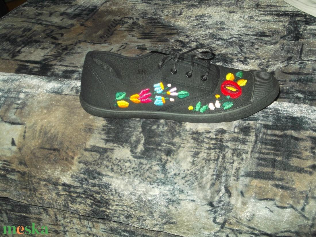 himzett cipő (emese1978) - Meska.hu 465397aec5