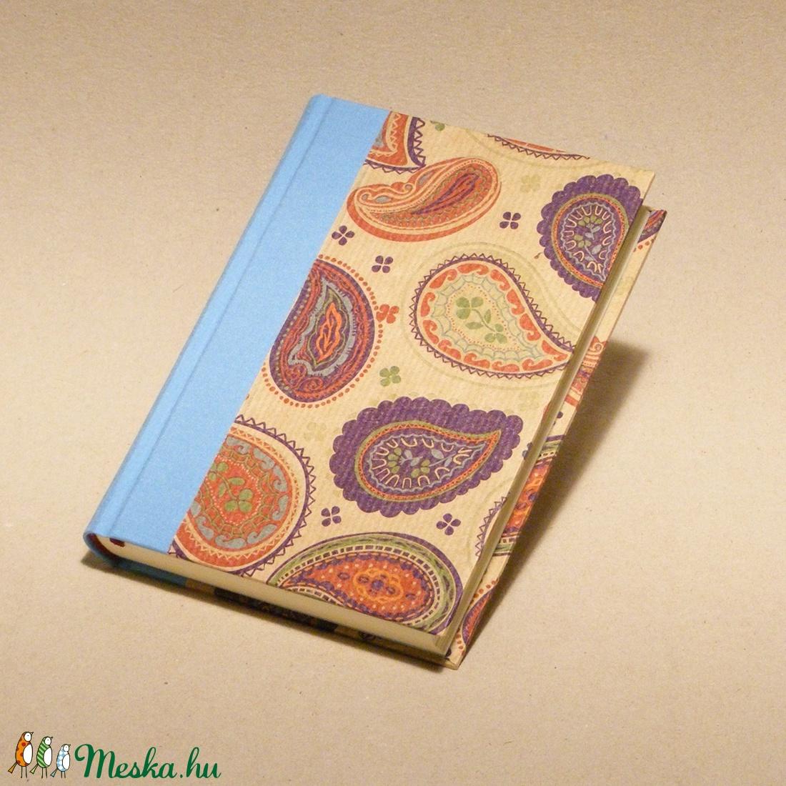 Kasmírmintás napló, emlékkönyv, jegyzetelő üres lapokkal. Kemény borító, keleties mintával, égszínkék vászon gerinc - otthon & lakás - papír írószer - jegyzetfüzet & napló - Meska.hu