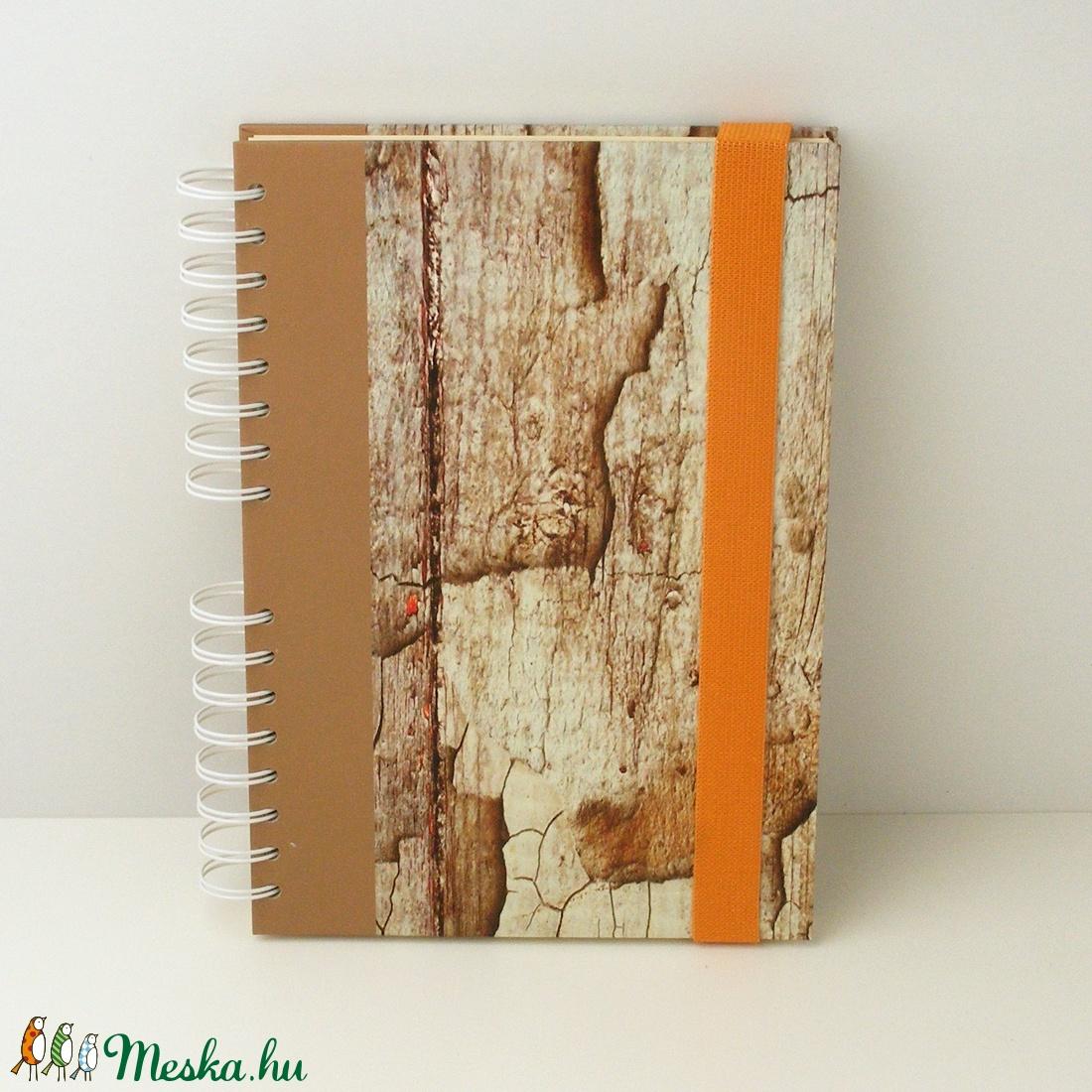 Spirálfüzet korhadt fát utánzó kemény borítóval, spirálozott, gumis jegyzetfüzet, notesz famintával, narancssárga gumis - otthon & lakás - papír írószer - jegyzetfüzet & napló - Meska.hu