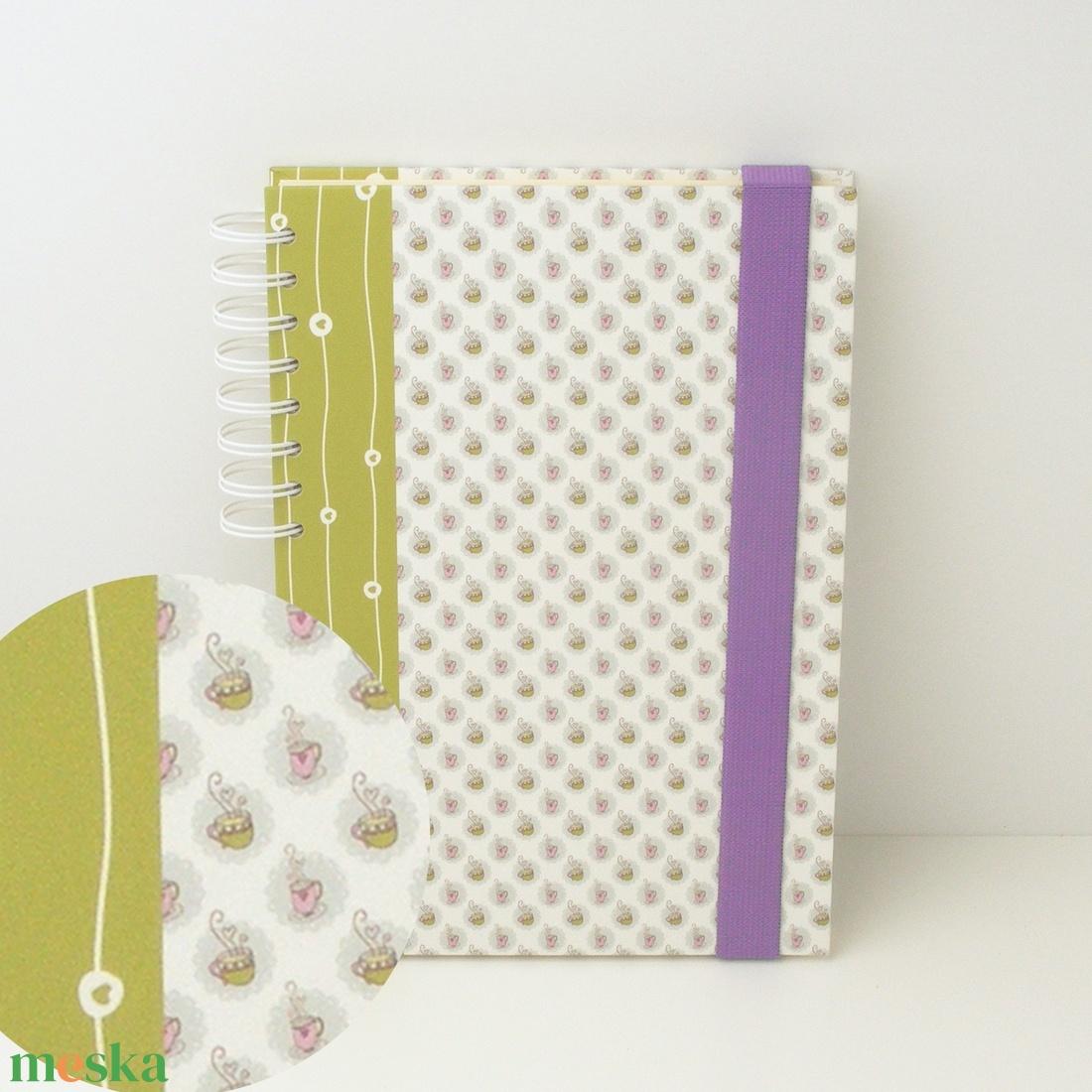 Teázós (csészék és szívecskék) spirálfüzet zöld és rózsaszín kemény borítóval, spirálozott jegyzetfüzet lila gumival - otthon & lakás - papír írószer - jegyzetfüzet & napló - Meska.hu