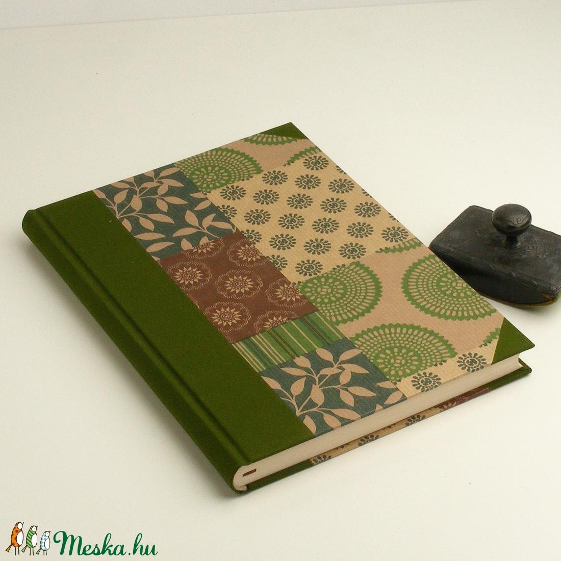 Zöld és barna B5 félvásznas napló, emlékkönyv, vendégkönyv antikollapokkal. Kemény borító, keki vászon gerinc és sarkok - otthon & lakás - papír írószer - jegyzetfüzet & napló - Meska.hu