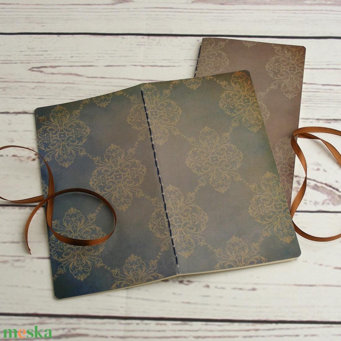 2 db-os füzetcsomag, régimódi, vintage füzetek damasztmintás borítóval, keskeny, hosszúkás forma, szaténszalag átkötő - otthon & lakás - papír írószer - jegyzetfüzet & napló - Meska.hu