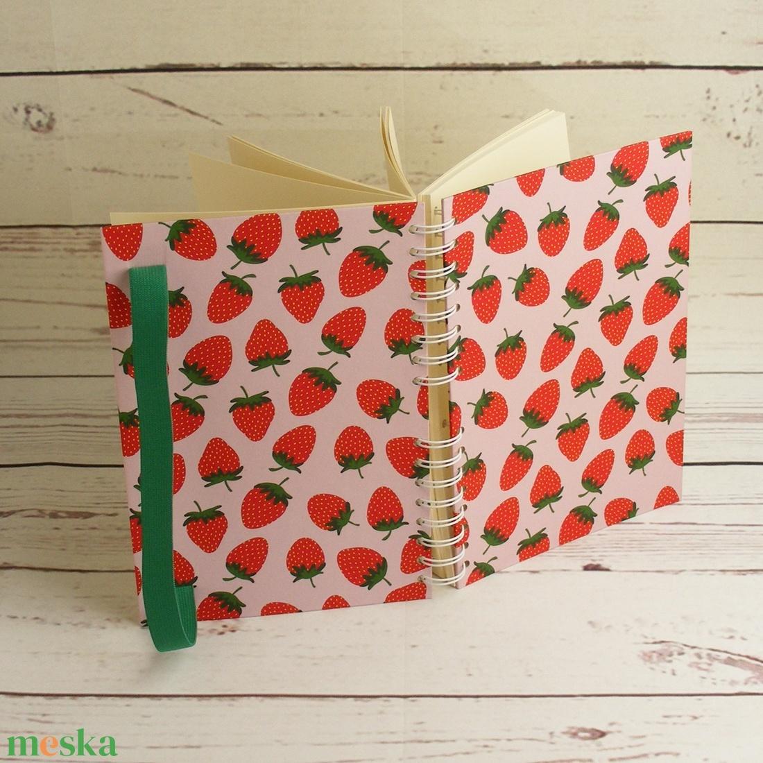 Epres füzet, spirálfüzet kemény borítóval, spirálozott jegyzetfüzet, gyümölcsmintás notesz zöld gumival, nyári színek - otthon & lakás - papír írószer - jegyzetfüzet & napló - Meska.hu
