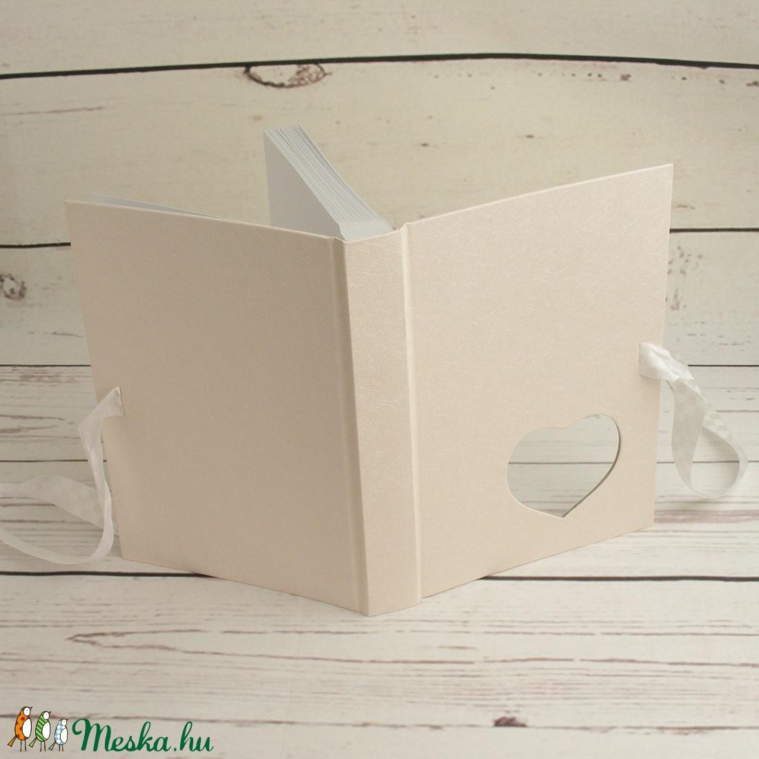 Fehér esküvői fotóalbum, fényképalbum esküvőre, album ajándékba, nászajándék az ifjú párnak, szív alakú ablak, szalag - esküvő - emlék & ajándék - album & fotóalbum - Meska.hu