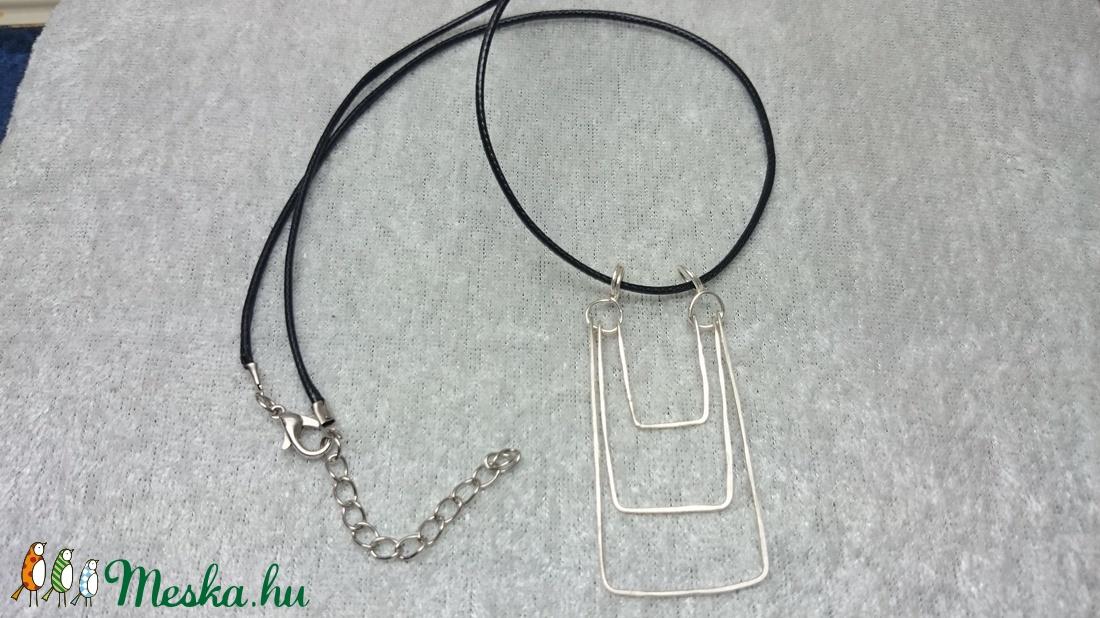Három részes medál ezüstözött drótból (evadrotekszer) - Meska.hu