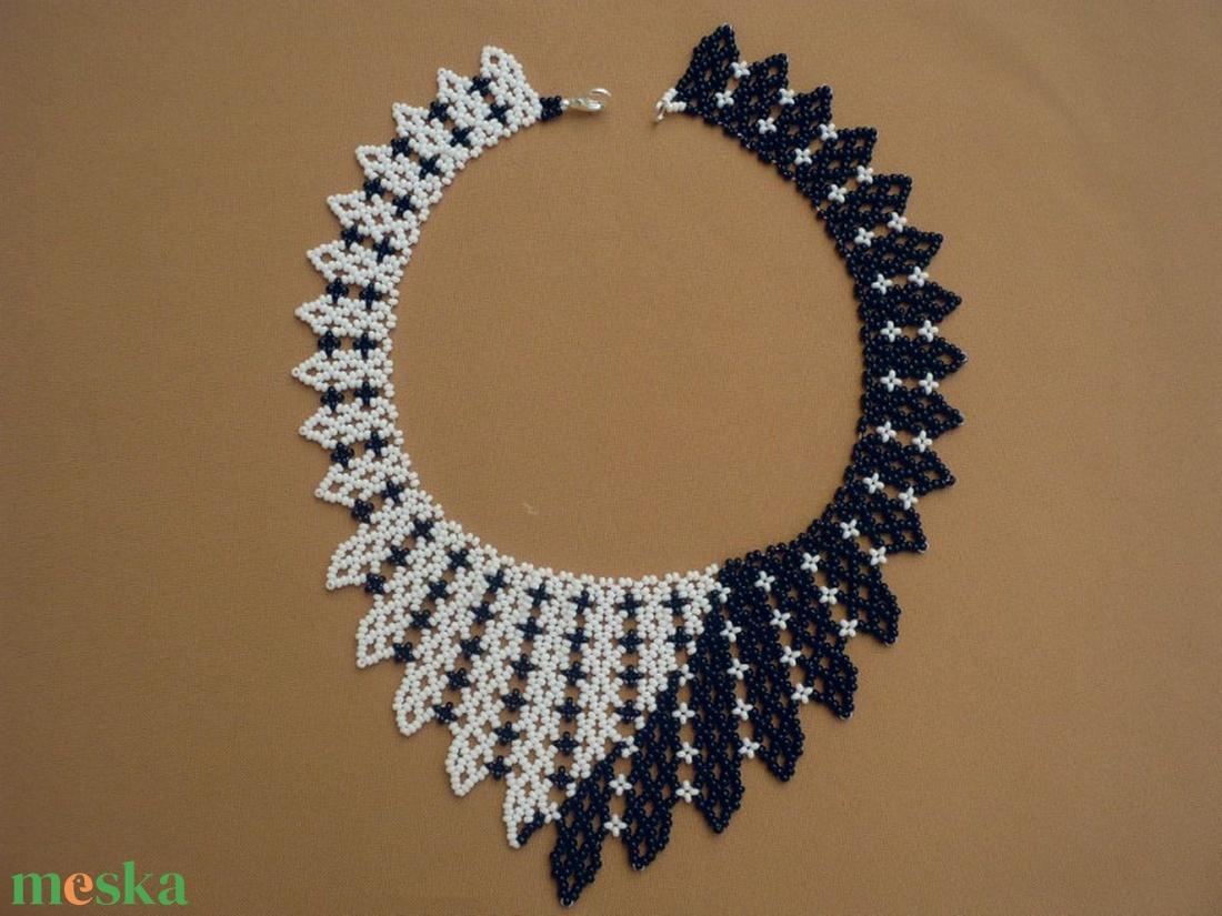 379836615 fekete-fehér gyöngy nyaklánc, ajándék nőknek, gyöngy ékszer  (Evamanufaktura) - Meska.hu
