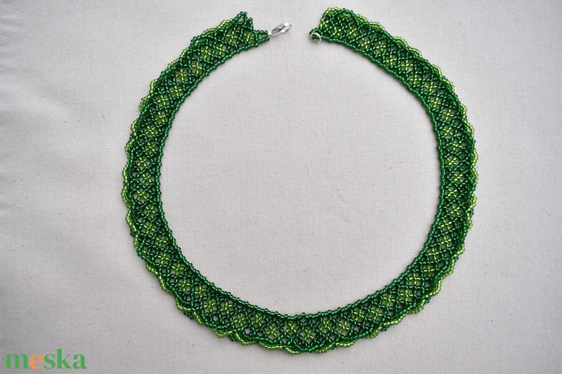 zöld színű csavart aljú gyöngynyaklánc, gyöngygallér, ajándék - ékszer - nyaklánc - gyöngyös nyaklác - Meska.hu