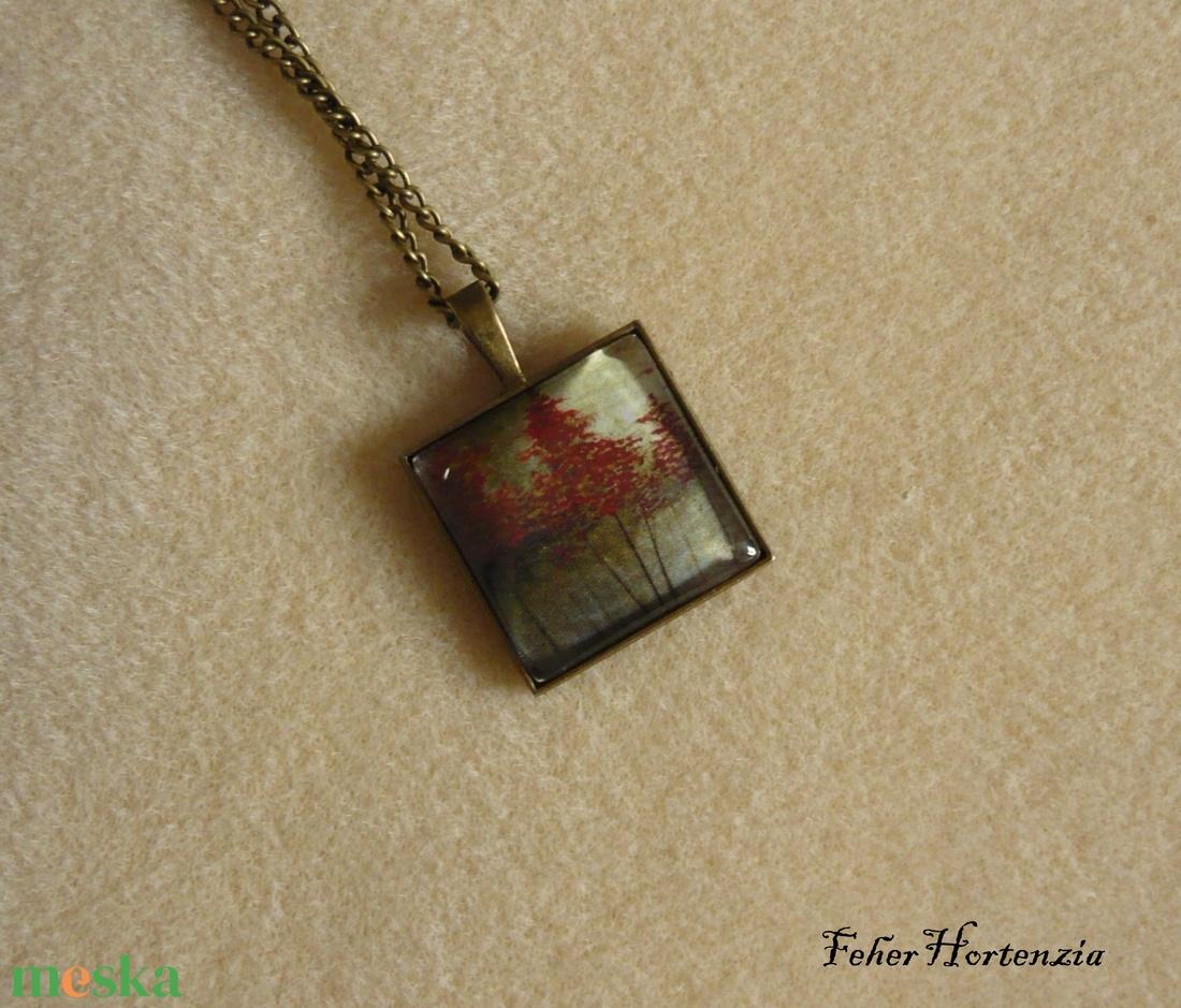 Fák a ködben (nyaklánc) - üveglencsés, 25 x 25 mm-es kép, bronz színű - ékszer - nyaklánc - medálos nyaklánc - Meska.hu