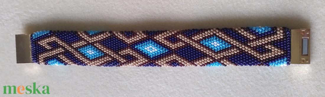 fonott mintás kék lapos karkötő - ékszer - karkötő - széles karkötő - Meska.hu