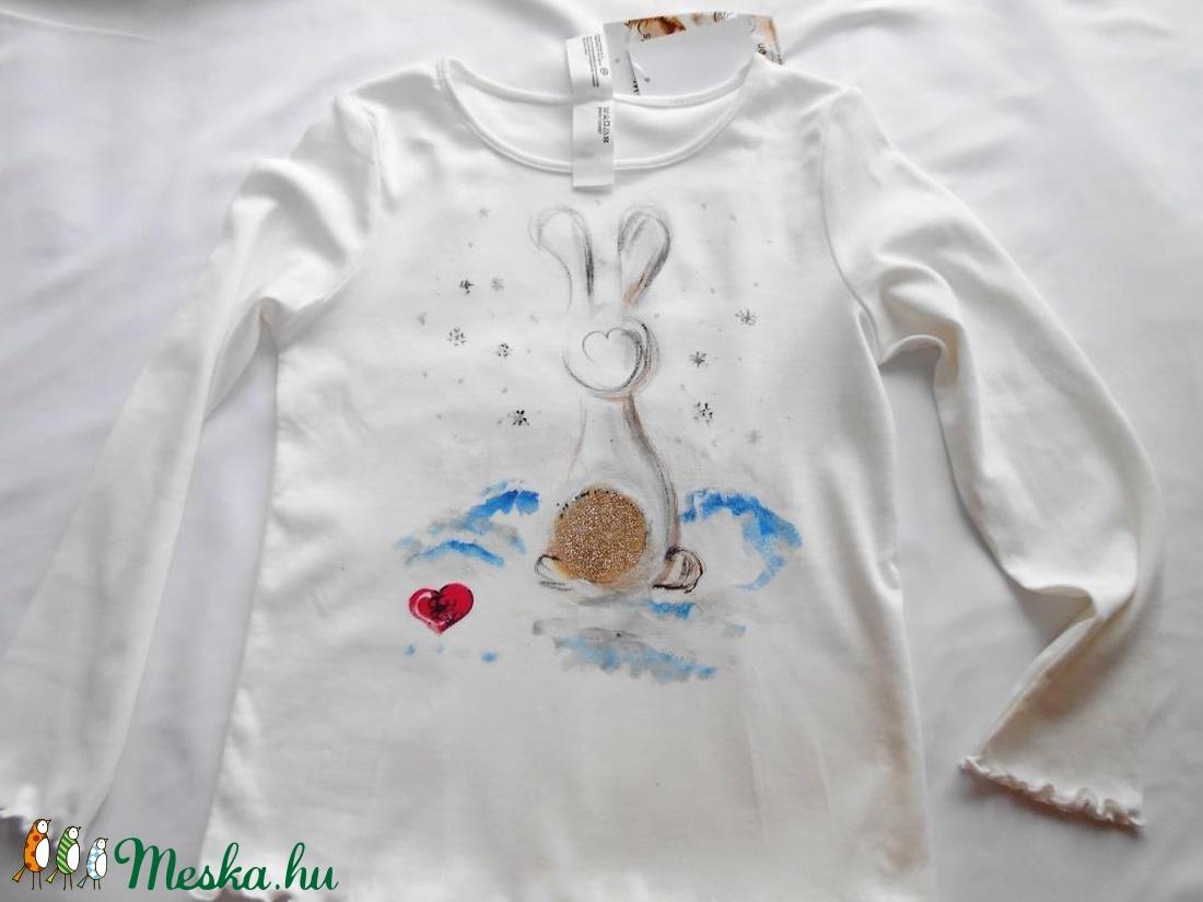 Nyuszi ül a hóban kézzel festett lány póló (Fiffancsi) - Meska.hu ... debd6607b1