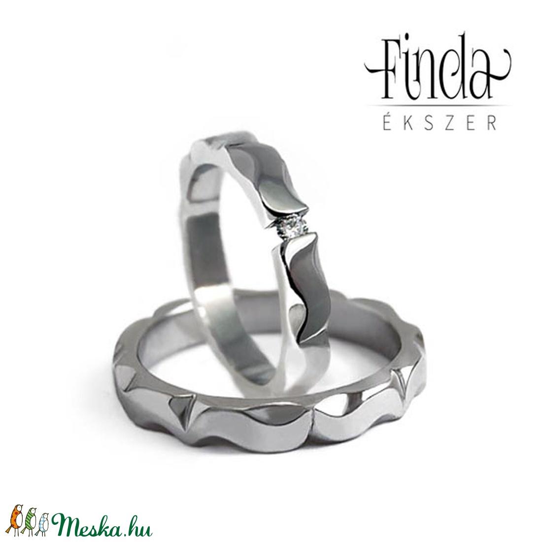 Mandala nemesacél jegygyűrűpár gyémánttal - Meska.hu