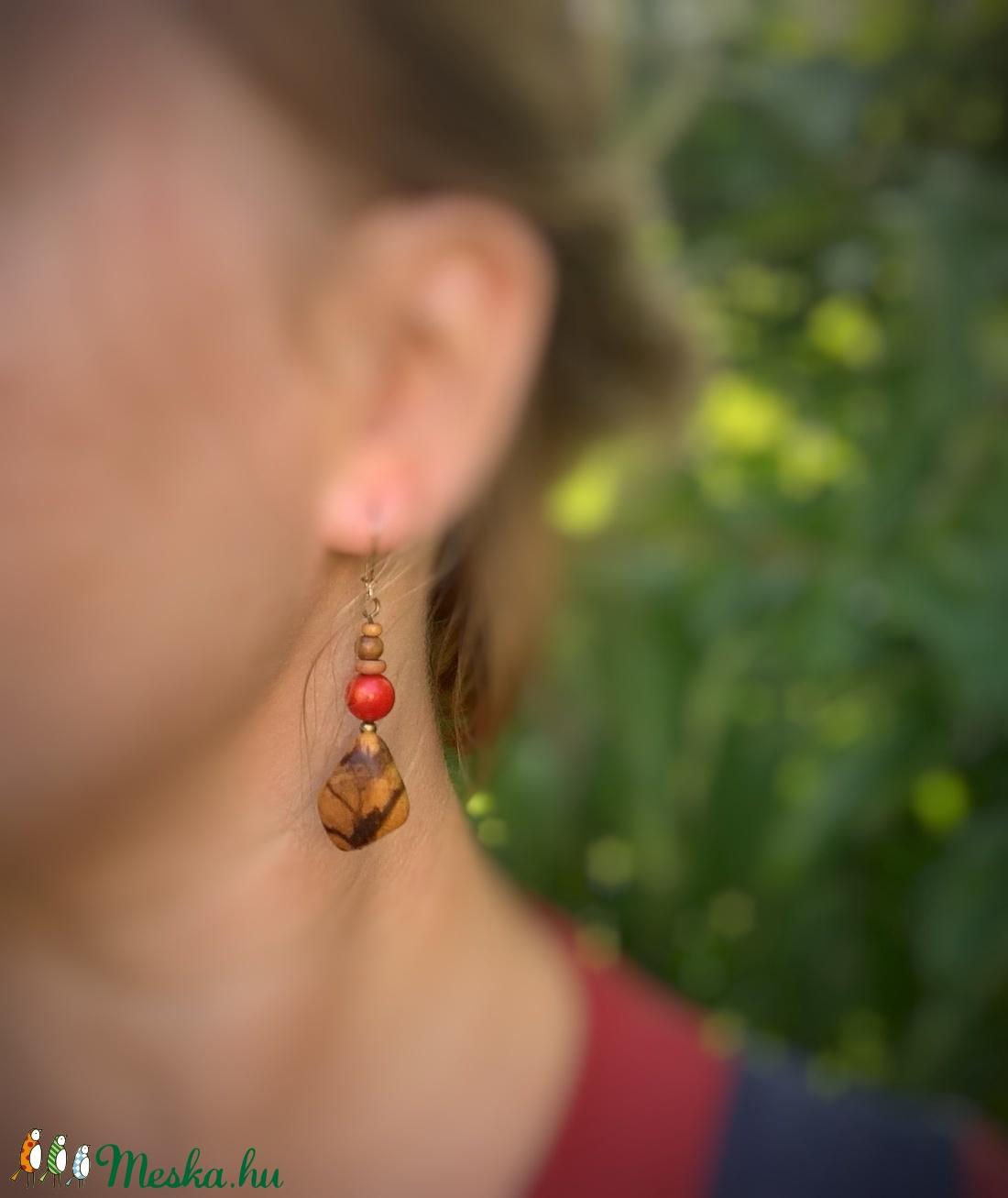 Palo santo fa korall gyönggyel fülbevaló - ékszer - fülbevaló - lógó fülbevaló - Meska.hu