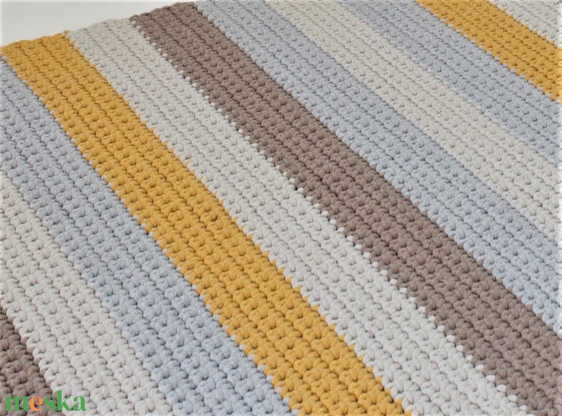 Horgolt, csíkos szőnyeg - színes - otthon & lakás - lakástextil - szőnyeg - Meska.hu