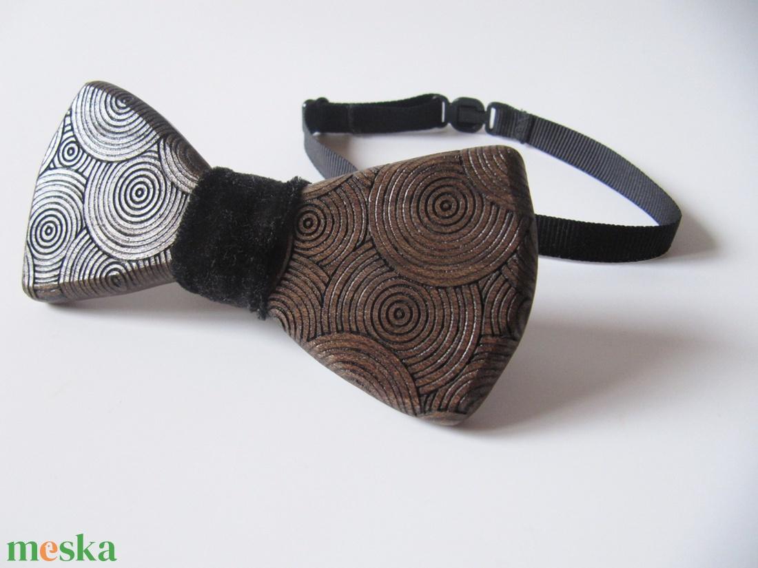 Csokornyakkendő körökkel diófából - ruha & divat - férfi ruha - nyakkendő - Meska.hu