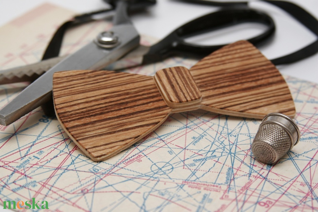 Fa csokornyakkendő - zebracsíkos furnérral - ruha & divat - férfi ruha - nyakkendő - Meska.hu