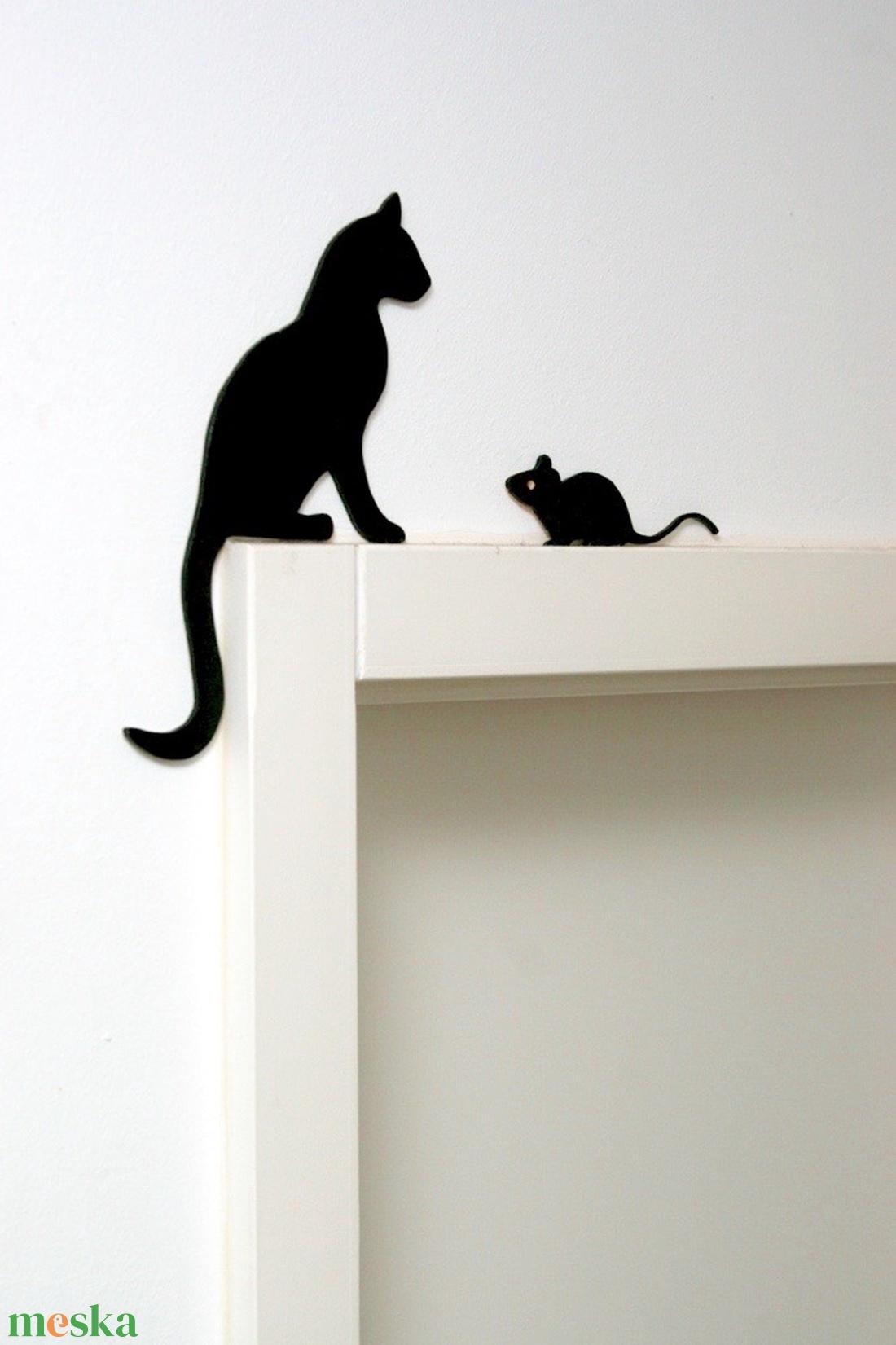 Macska egérrel dekoráció (pl. ajtóra, polcra, képkeretre) - otthon & lakás - dekoráció - kép & falikép - Meska.hu