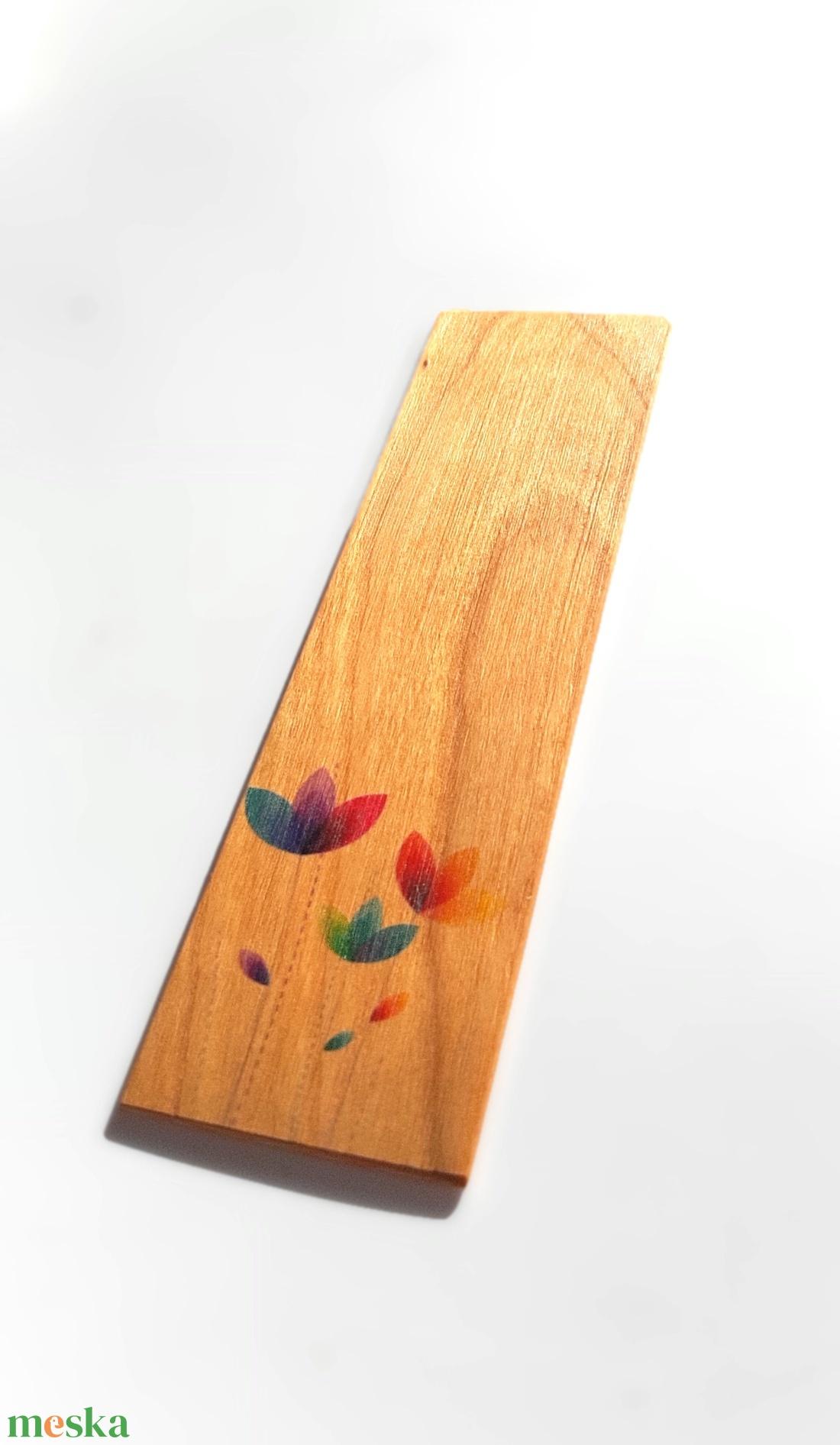 Könyvjelző színes virágmintával cseresznyefából - Meska.hu