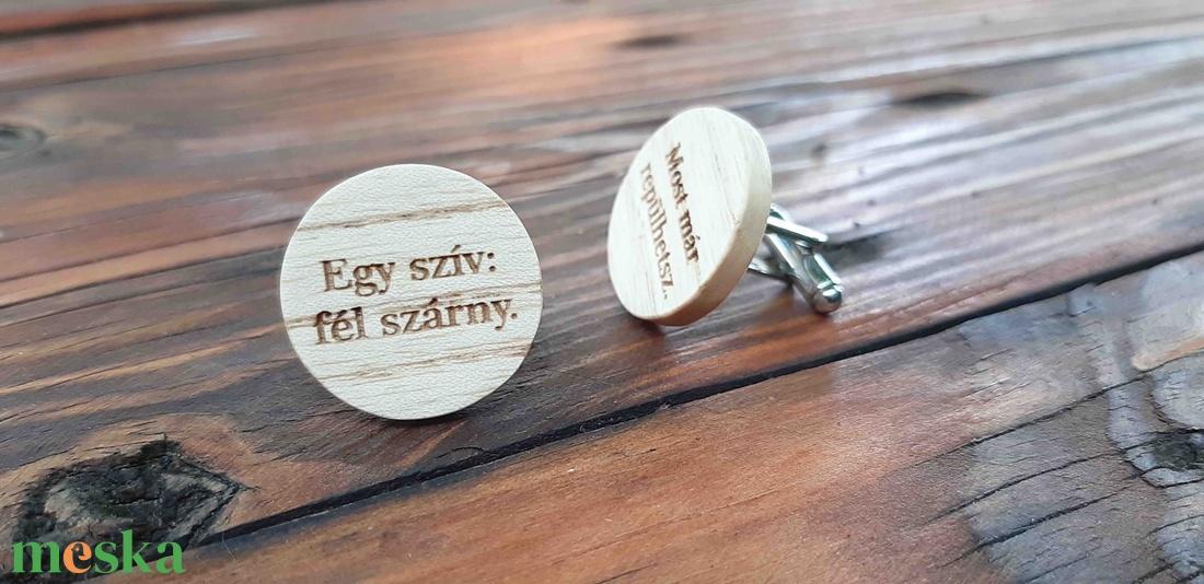 Kőrisfa mandzsetta pár lézer gravírozott díszítéssel - ékszer - mandzsettagomb és nyakkendőtű - Meska.hu