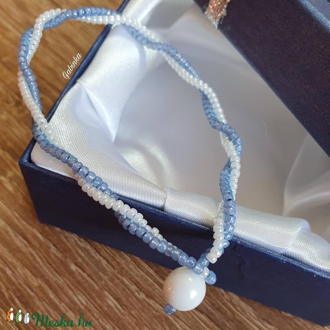 Kék-fehér karkötő - ékszer - karkötő - gyöngyös karkötő - Meska.hu