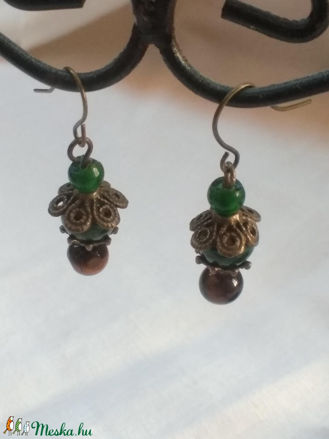 Bogár virág - zöld fülbevaló  réz gyöngyökkel - ékszer - fülbevaló - lógó fülbevaló - Meska.hu