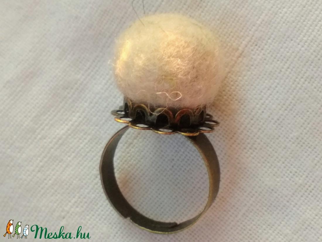 Hófehérke (nemez gyűrű) - esküvő - ékszer - Meska.hu