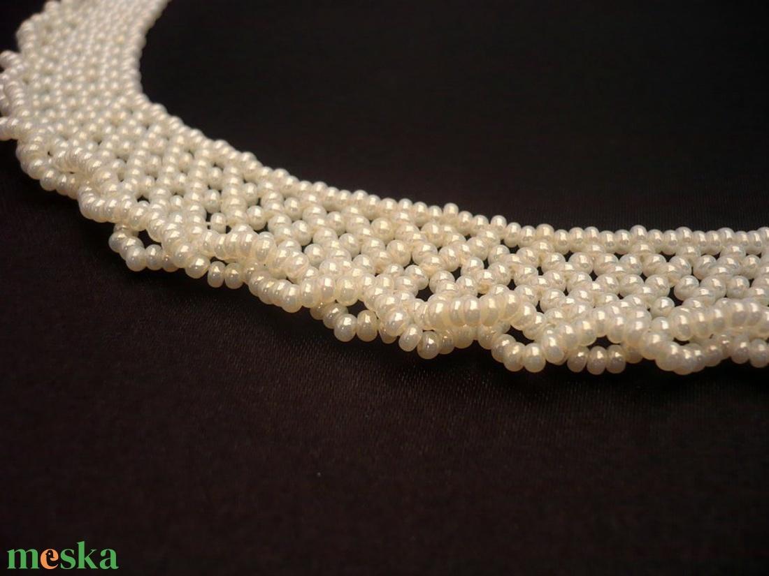 Ekrü, gyöngyház színű gyöngynyaklánc, gyöngygallér, ajándék - ékszer - nyaklánc - gyöngyös nyaklác - Meska.hu