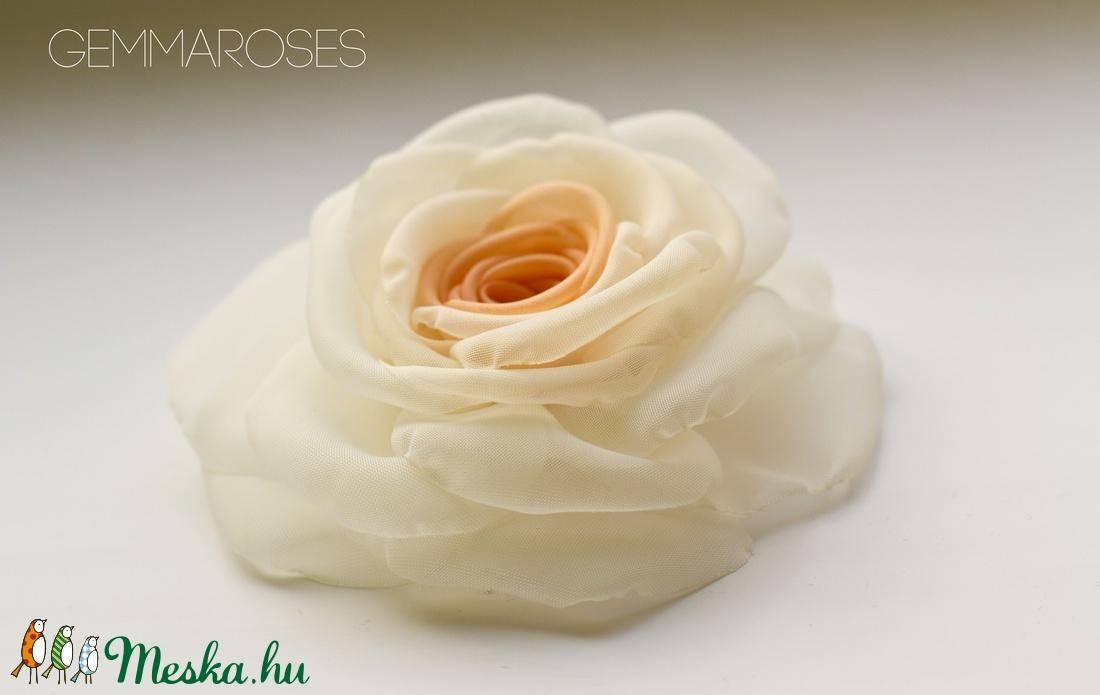Átmenetes barack rózsa - kitűző/hajcsat (gemma) - Meska.hu