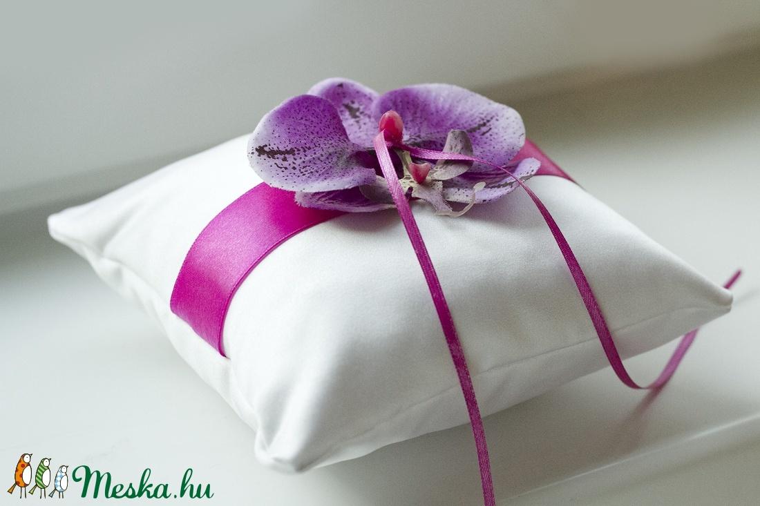 Orchidea gyűrűpárna - ciklámen/lila (gemma) - Meska.hu