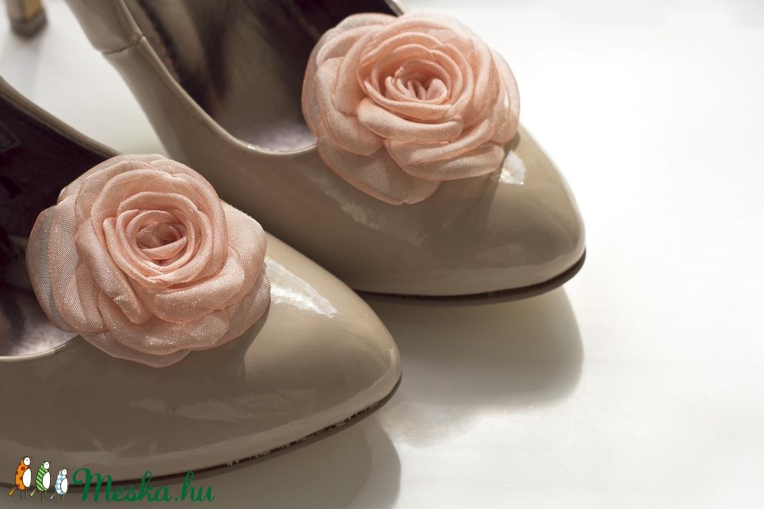 Barack rózsa cipőklipsz (gemma) - Meska.hu