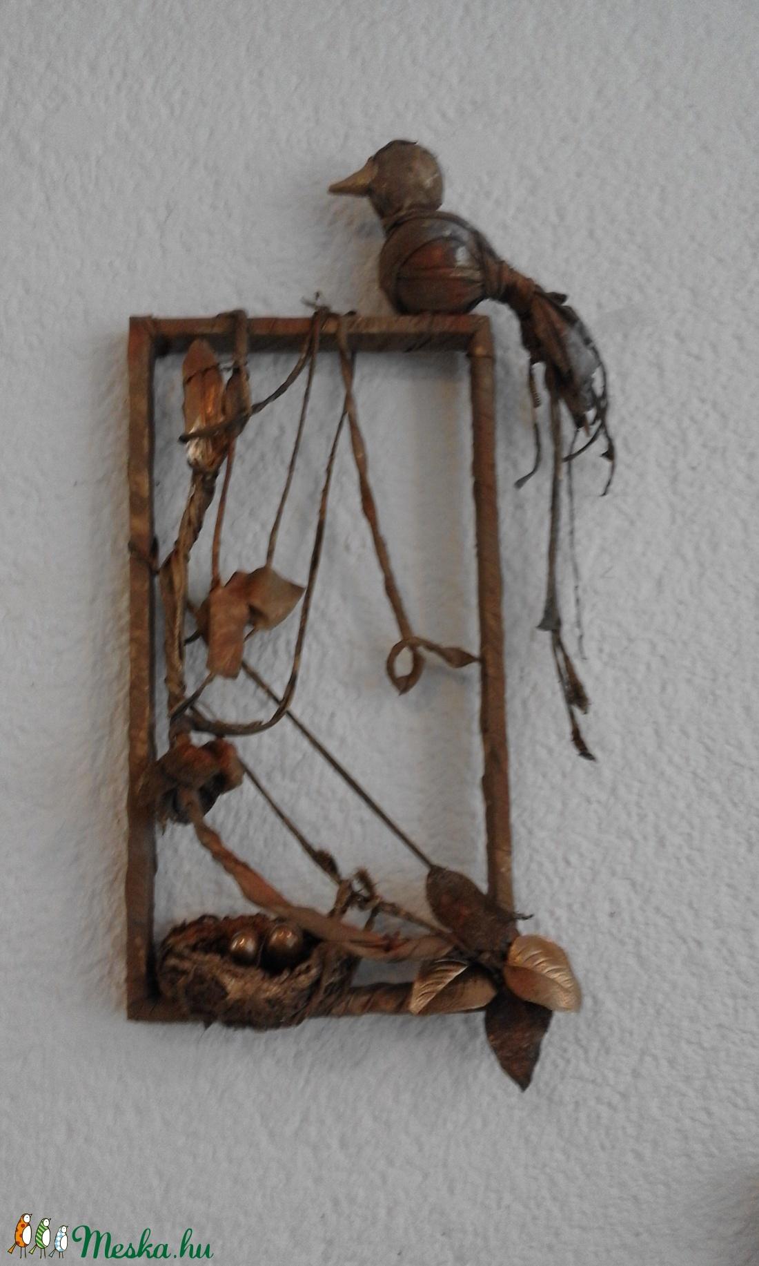 Fészkét őrző madár  (Georgina09) - Meska.hu