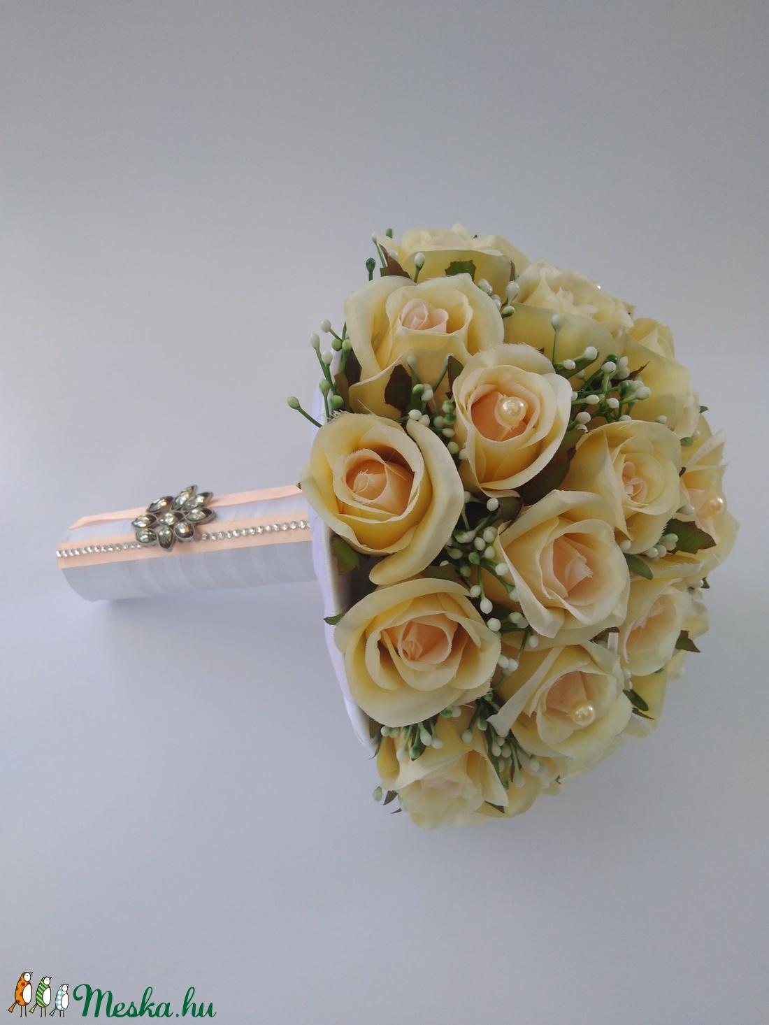 f3dffe3a31 ... Menyasszonyi csokor barack színű rózsából (gervera) - Meska.hu