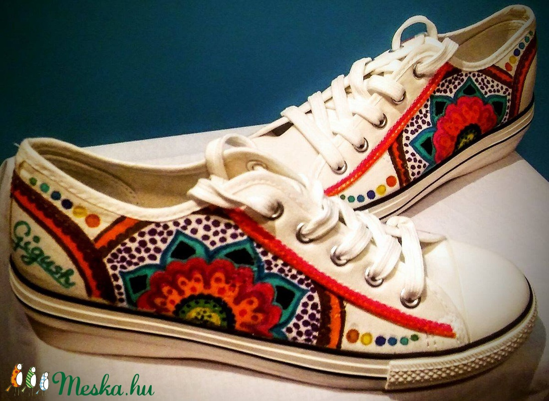Gigush Design egyedi kívánság szerint elkészített tornacipők (Gigush) - Meska.hu