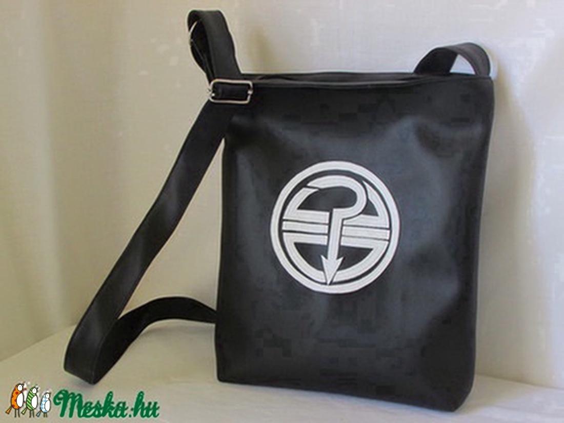 Textilbőr táska Tankcsapda logoval (Gombolom) - Meska.hu