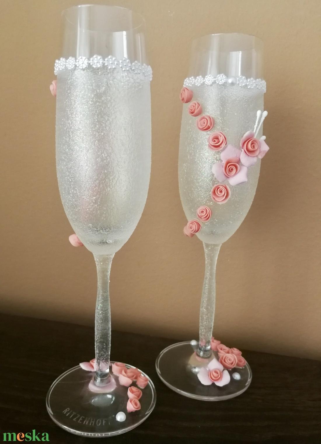 Egyedi esküvői pezsgőspoharak...  agyagvirágokkal díszítve ! - esküvő - dekoráció - tálalás - Meska.hu