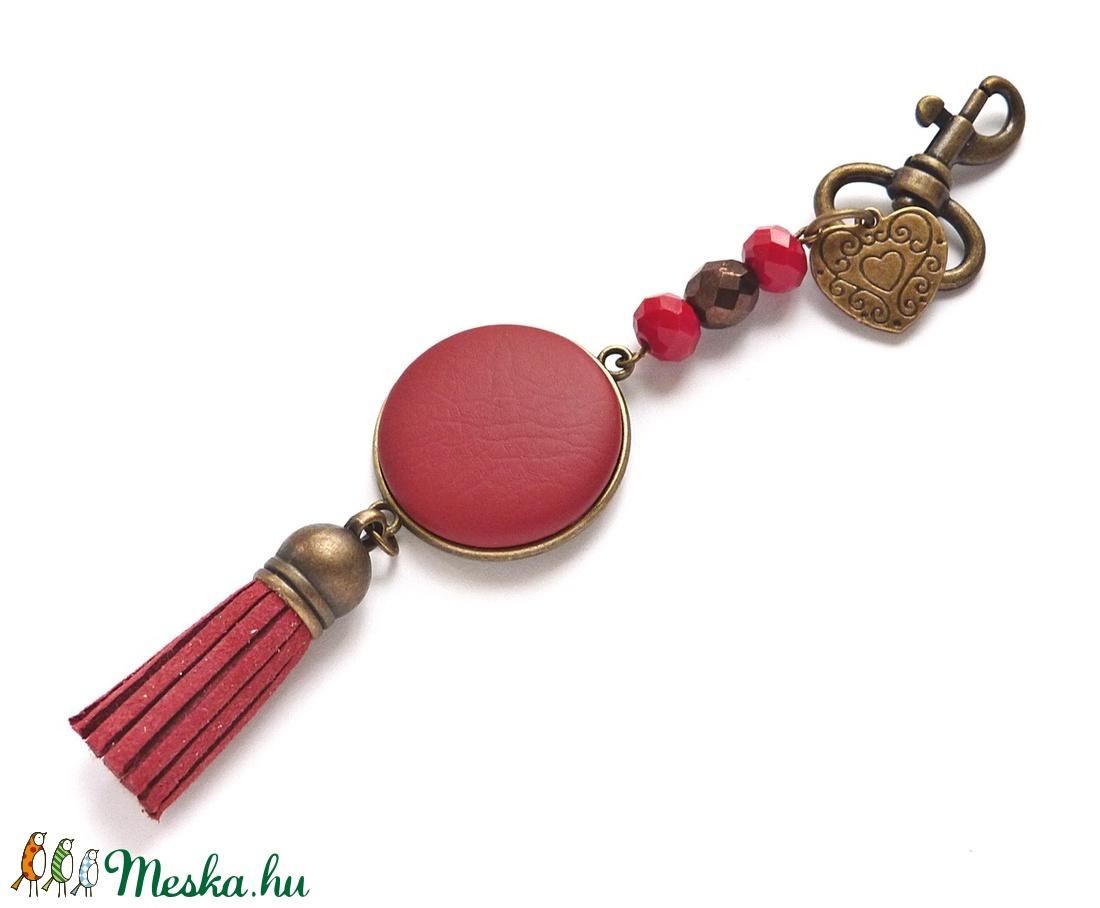 Piros táskadísz, kulcstartó (Gubancbolt) - Meska.hu