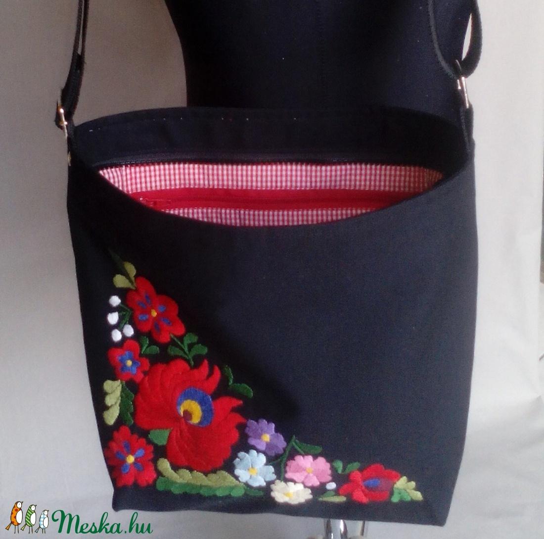 0b02d3e9eb ... Matyó mintás kézzel hímzett táska (gyeneskatika) - Meska.hu ...