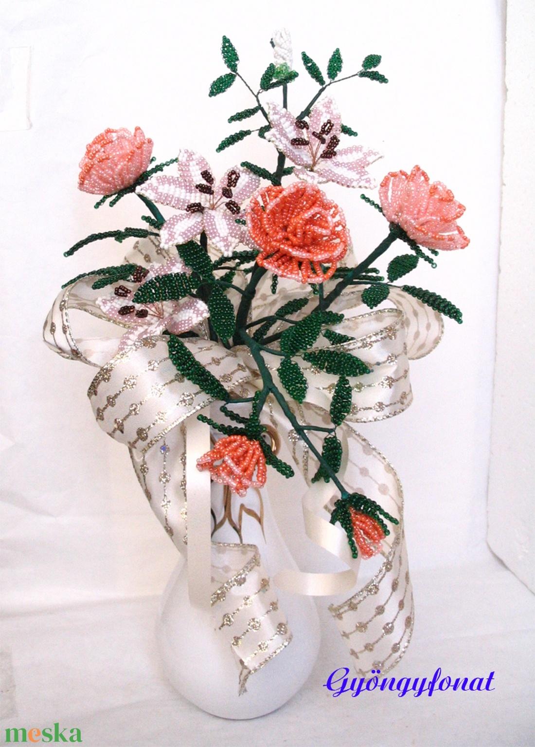 Liliom, rózsa csokor gyöngyből, asztal dísz, lakásdekoráció - otthon & lakás - dekoráció - asztaldísz - Meska.hu