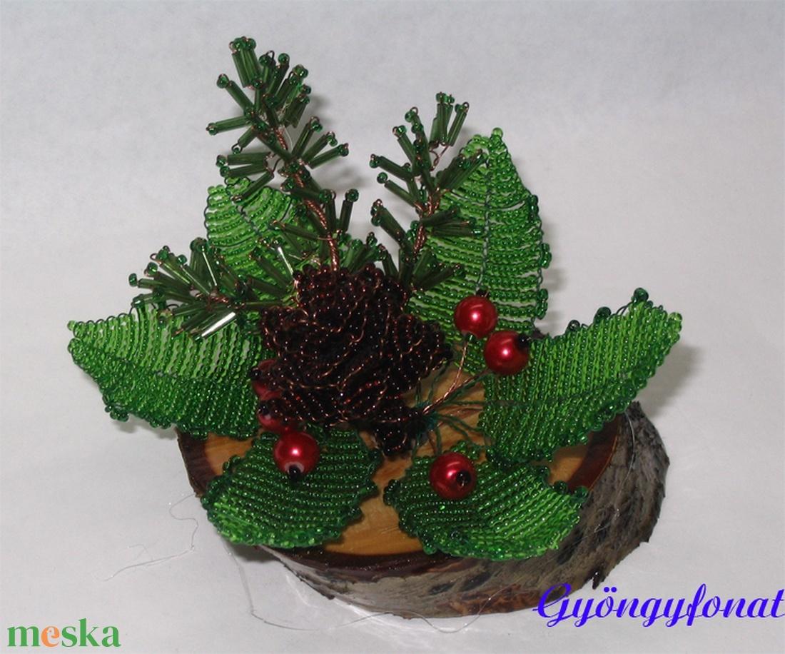 Karácsonyi asztaldísz tobozzal (gyongyfonat) - Meska.hu