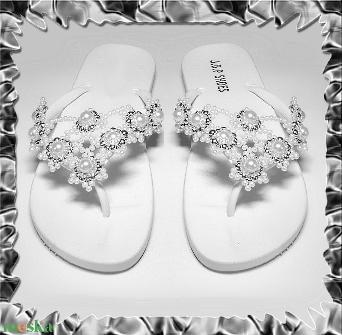 Gyöngyhimzett Flip-flop papucs  SP03-1 - ruha & divat - cipő & papucs - papucs - Meska.hu
