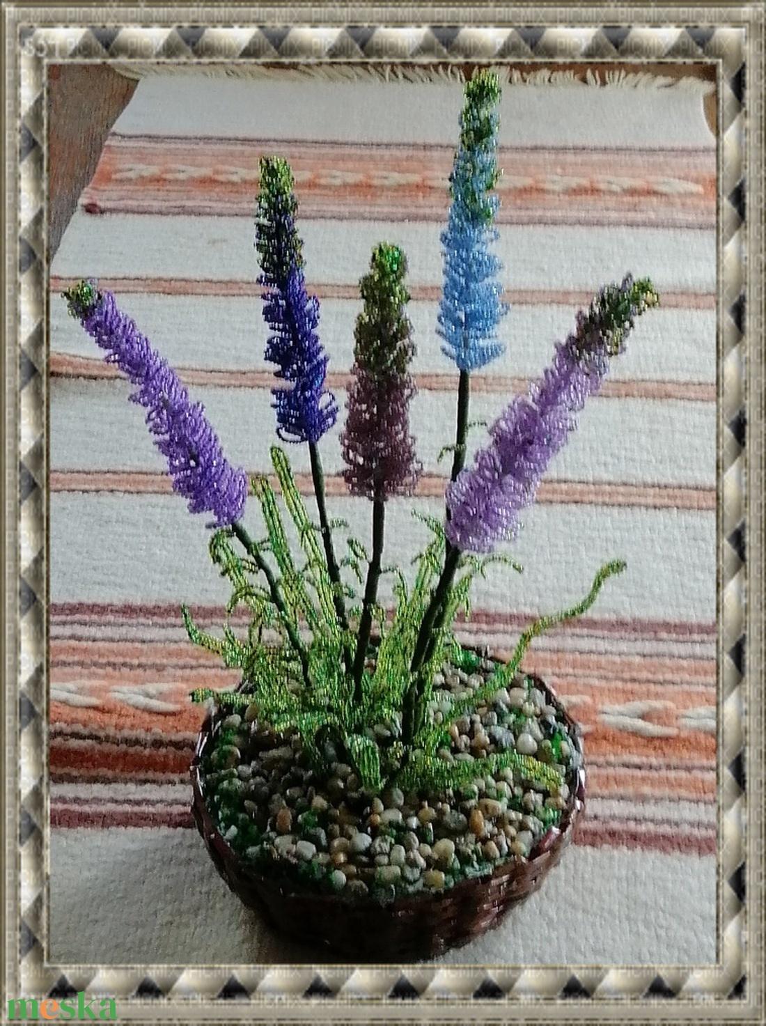 Gyöngyből készített levendula fonott kosárban GYV01-4 - otthon & lakás - dekoráció - csokor & virágdísz - Meska.hu